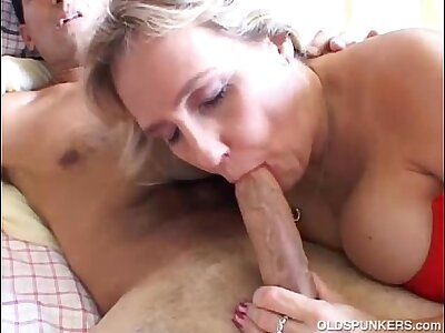 Busty mature lay gives a top-drawer blowjob